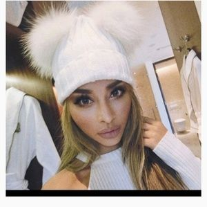 New Boutique thick knit double pom hat